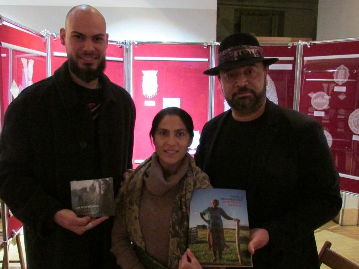 Livro Povos e Comunidades Tradicionais do Pampa chega a comunidades Ciganas na Europa