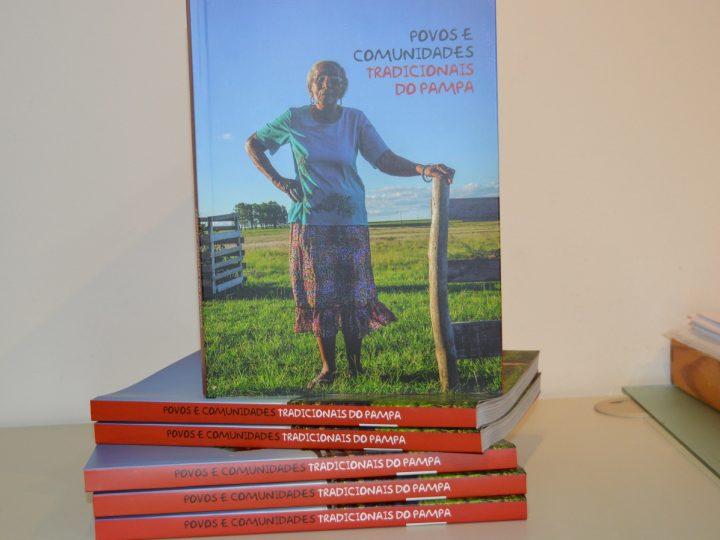 Livro Povos e Comunidades Tradicionais do Pampa é utilizado como referência em livro didático